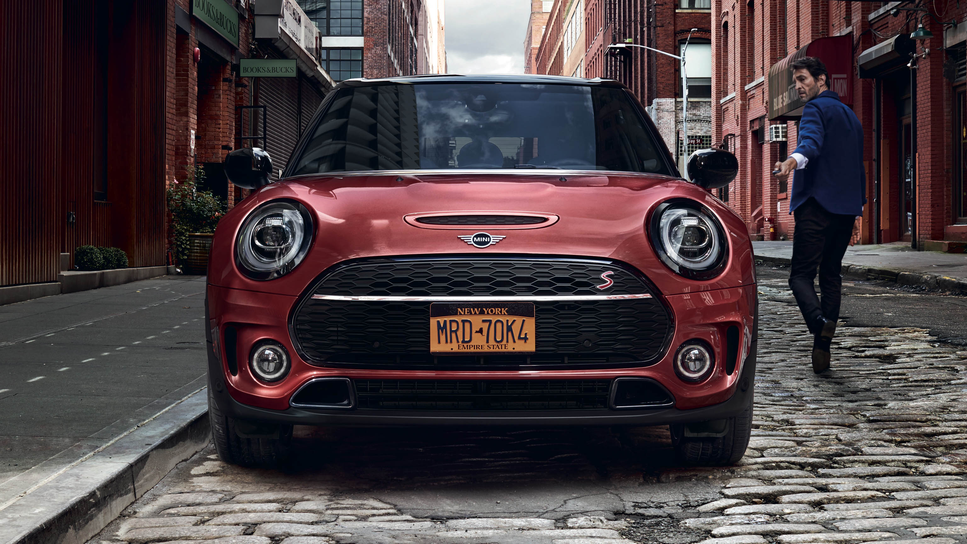 mini-clubman-highlights-front-view-wide