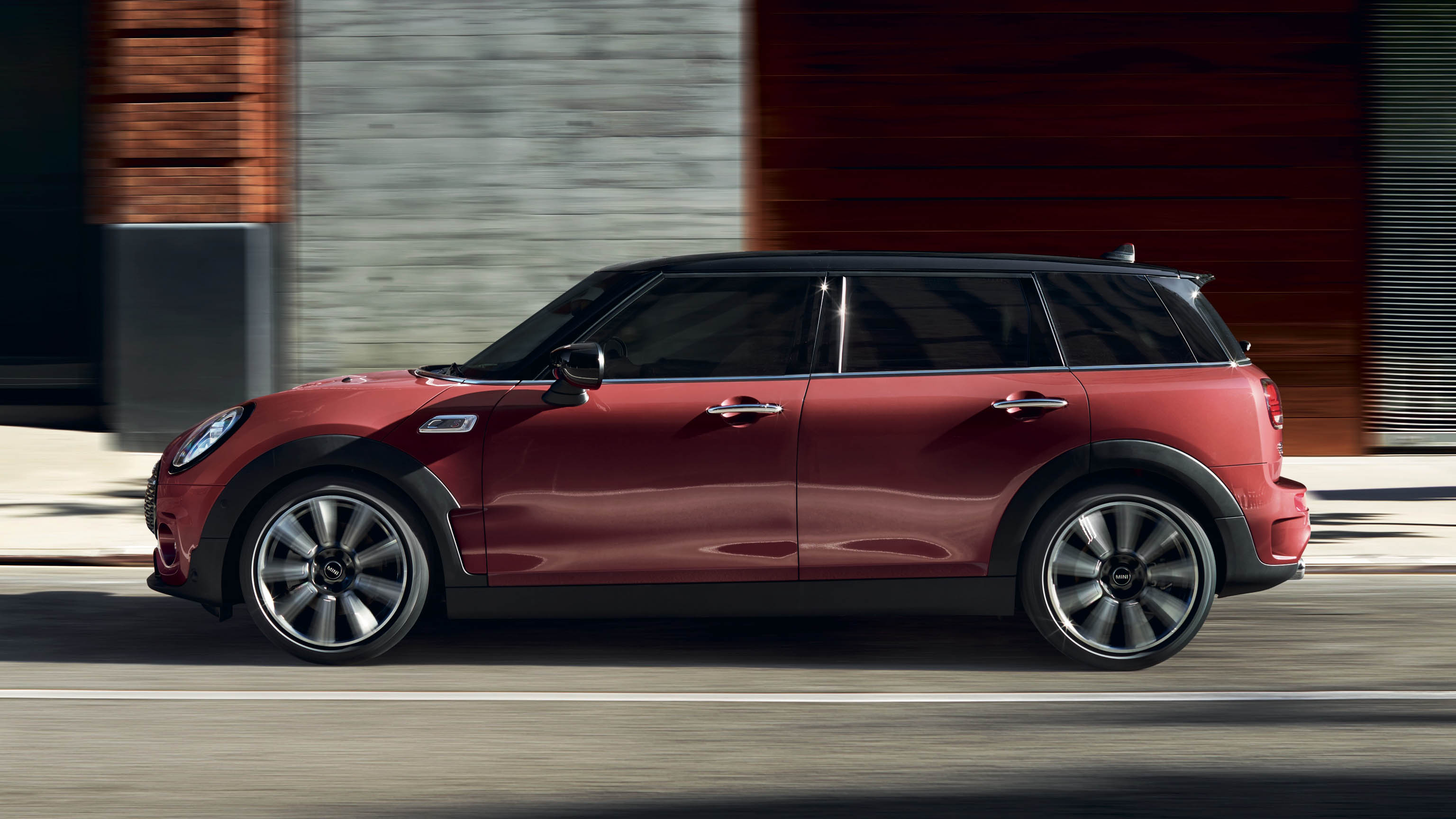 mini-clubman-highlights-side-view-wide